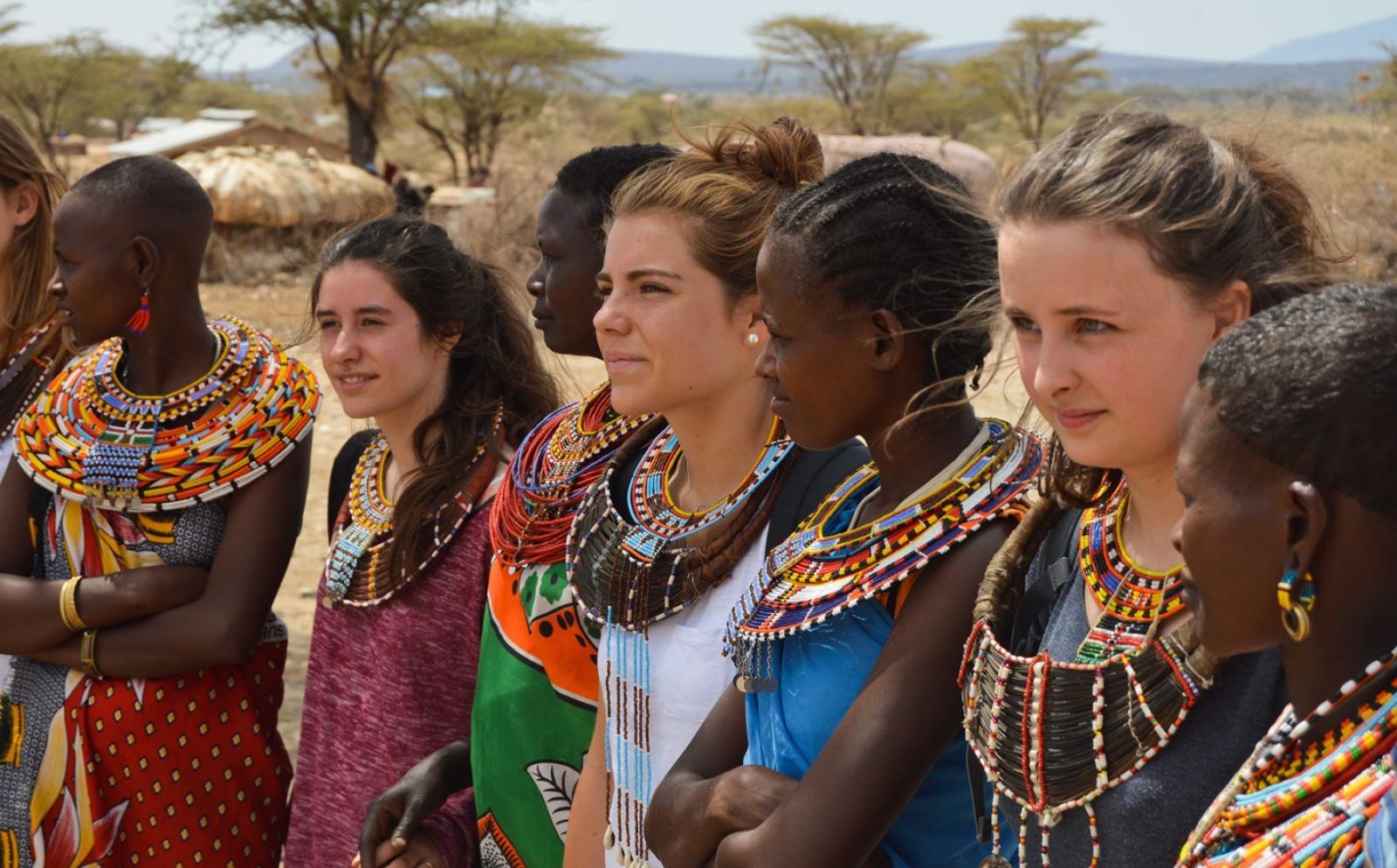 東アフリカのタンザニアで異文化体験に触れるボランティアたち